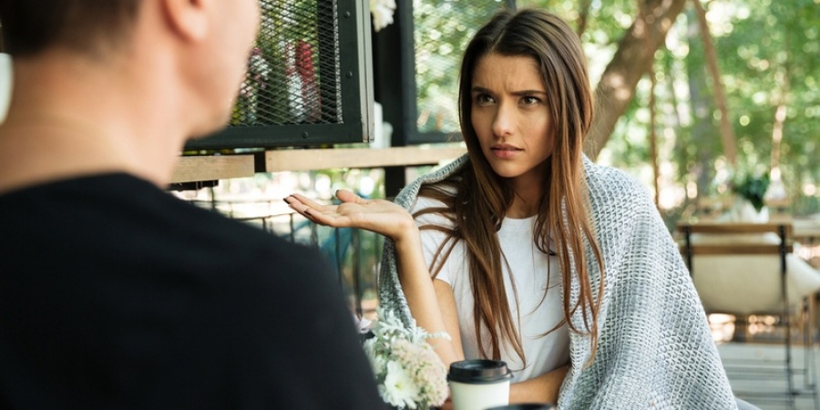 8 Habits Girls Have That Men Find Irritating